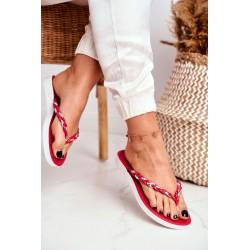 Suknelė su ilgesne nugara ir spalvotu baltu atspaudu