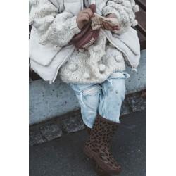 Rožinė neoninė suknelė su iškirpte