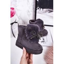 Suknelė su iškirpte ir žaliais mygtukais