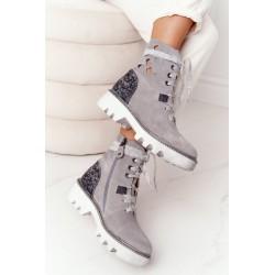 Apvyniotas sijonas pririštas prie juosmens