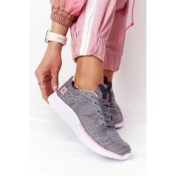 Megztinis su gaubtu su kapučino kepimo rankovėmis